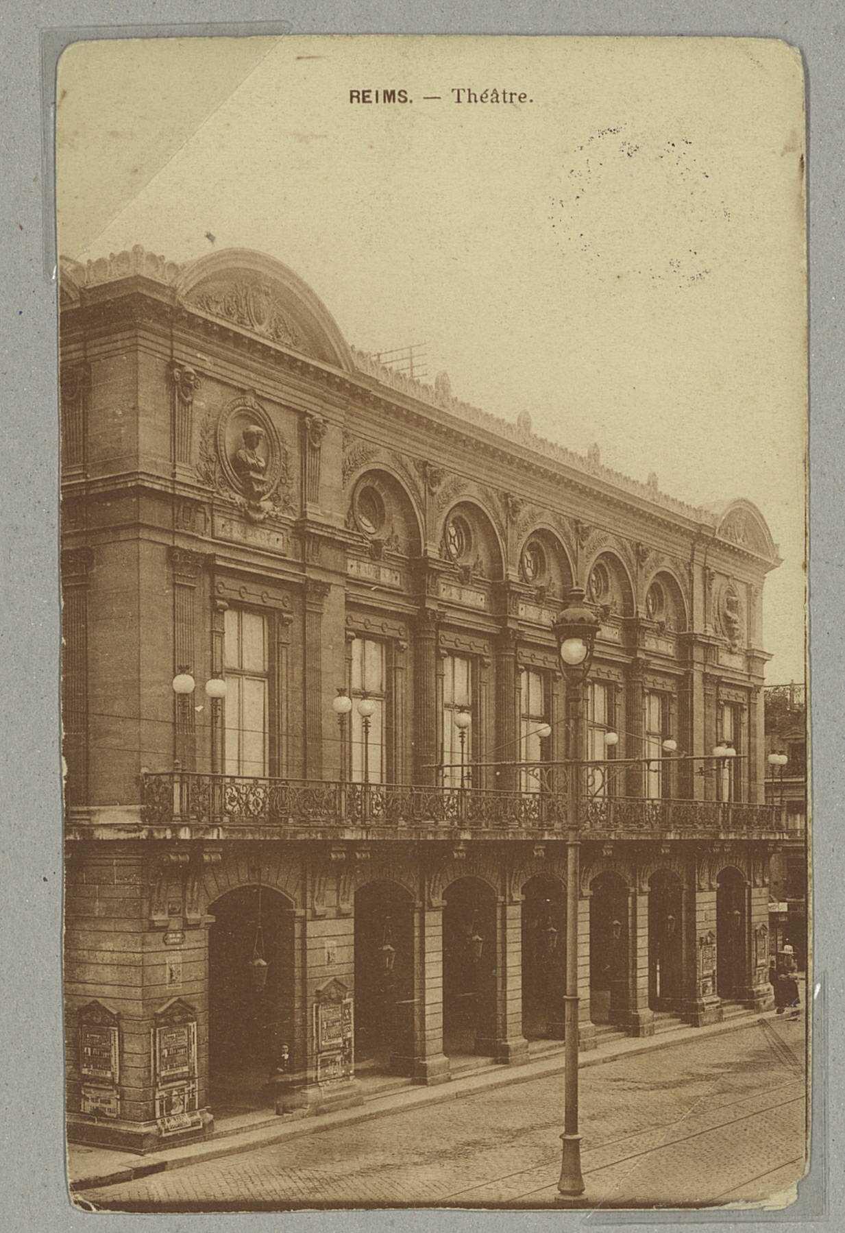 REIMS. Théâtre.