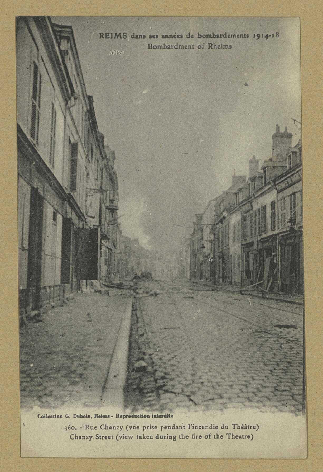 REIMS. Reims dans ses années de bombardements 1914-18. 360. Rue Chanzy (vue prise pendant l'incendie du Théâtre). Collection G. Dubois, Reims